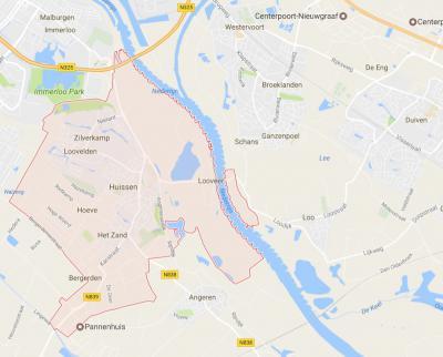 Het smalle roze geaccuenteerde gebied O van de Rijn, W van Loo is de Middelwaard, een soort enclave van de gemeente Lingewaard aan de Duivense kant van de Rijn. In de praktijk valt het onder het dorpsgebied van Loo. (© Google)