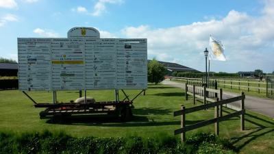 De Leerdamse LR & PC De Glasstadruiters (= Landelijke Rijvereniging & Pony Club) is opgericht in 2003. Ze beschikken in buurtschap Loosdorp over een buitenbak waar rijlessen worden gegeven en wedstrijden worden georganiseerd.