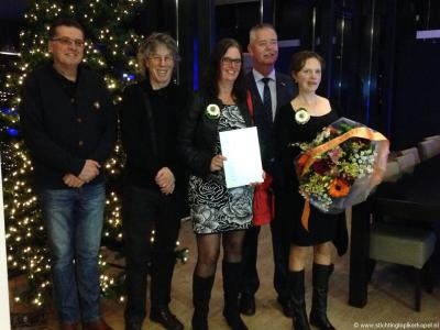 Een mooie 'kers op de taart' is dat Stichting Lopikerkapel tijdens de nieuwjaarsbijeenkomst 2016 voor al haar initiatieven in het dorp de Ereprijs Wijk- en Buurtbeheer van de gemeente Lopik toegekend heeft gekregen.