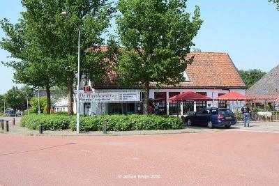 Jeroen en Saskia Hodde hebben in 2015 het vroegere dorpscafé Konkeltoid in Lutjewinkel nieuw leven ingeblazen onder de naam De Huyskamer. Het is weer een bruisend dorpshart waar je goed kunt eten/drinken en waar regelmatig van alles wordt georganiseerd.