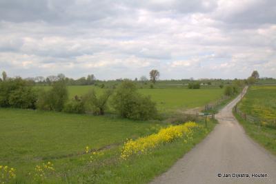 Vanaf de Lekdijk bij buurtschap Achthoven zien we in de verte Luistenbuul, een stroomdalgrasland in beheer bij Het Zuid-Hollands Landschap.