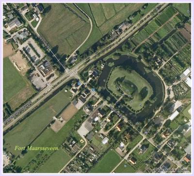Fort Maarsseveen, gezien vanaf 600 meter hoogte. Met dank aan Google Maps.