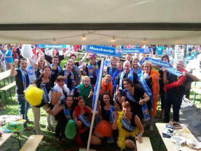In het kader van het lobbyen en fondsenwerven voor het Speel- en Beweegpark Maaskantje, doen de inwoners mee aan de Brabantse Dorpen Derby 2014. Helaas nét geen finaleplaats; ze eindigen op de 4e plaats. (© www.facebook.com/Beweegeiland)