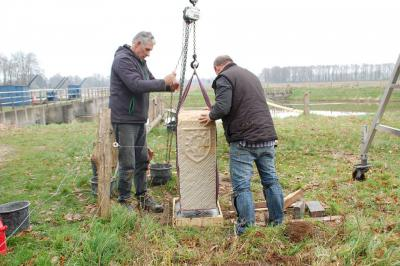 Eind 2015 zijn vijf fraaie markestenen geplaatst ter afbakening van het gebied van Marke Mallem, vervaardigd door Steenatelier Eibergen (© www.markemallem.nl)