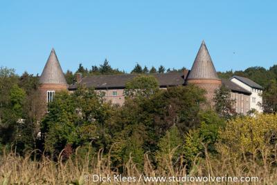 De imposante Abdij St. Benedictusberg in de buurtschap Mamelis onder het dorp Lemiers