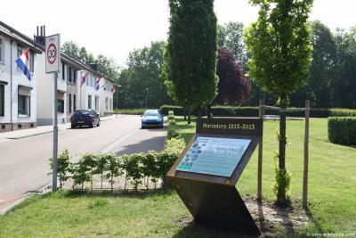 Een permanent aandenken aan het 100-jarig bestaan van Mariadorp is het in 2013 geplaatste zeer fraaie informatiepaneel. Nu kunnen voorbijgangers in korte tijd lezen wat er nu zo bijzonder is aan dit dorp. En dat is heel wat...