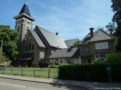 Buurtschap Achter-Zieuwent wordt in 1932 een dorp, door de bouw van deze fraaie RK kerk Onze Lieve Vrouw van Lourdes (met naastgelegen pastorie), en krijgt tegelijkertijd de plaatsnaam Mariënvelde toegekend.