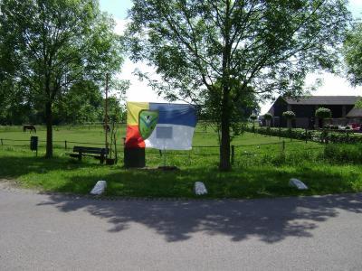 Vlag van de buurtschap Markluiden (© http://markluiden-heerde.blogspot.nl)