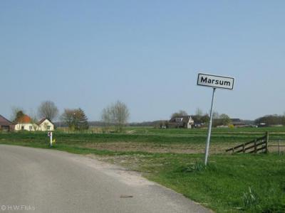 Marsum is een piepklein dorpje zonder 'bebouwde kom' en heeft daarom geen blauwe plaatsnaamborden maar witte