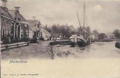 Reeds kort na de introductie van de prentbriefkaart in ons land (1892) verschenen er prachtige kaarten van Martenshoek. Deze dateert van kort na 1900.