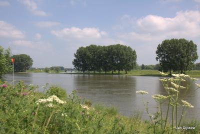 Het Eiland van Maurik, gezien vanuit het recreatiegebied Gravenbol bij Wijk bij Duurstede