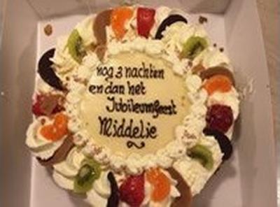Diverse verenigingen in Middelie hebben in 2015 een jubileum gevierd. Men heeft dat gecombineerd tot 1 groot Jubileumfeest. Vermoedelijk hebben de vrijwilligers deze taart gekregen toen de maandenlange voorbereidingen achter de rug waren.