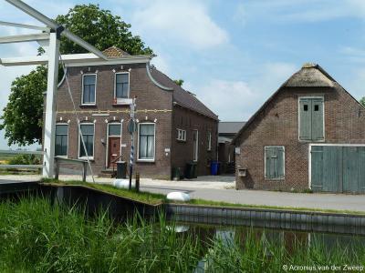 Buurtschap Mijzijde, monumentaal pand bij de ophaalbrug naar de Houtkade