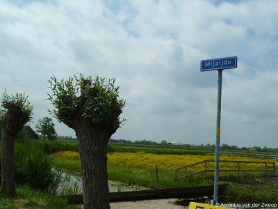 Mijzijde is een buurtschap in de provincie Utrecht, gemeente Woerden. T/m 1988 gemeente Kamerik. De buurtschap Mijzijde heeft geen plaatsnaamborden, zodat je slechts aan de gelijknamige straatnaambordjes kunt zien dat je er bent aangekomen.