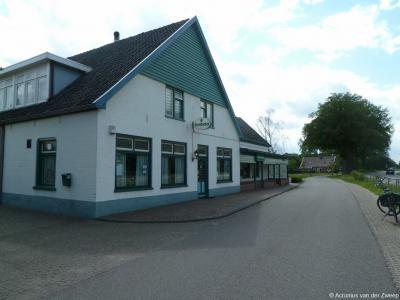 Café den Tappen in buurtschap Miste fungeert tevens als buurthuis voor de buurtschap, omdat het ook gastvrij onderdak verleent aan het lokale verenigingsleven. Voor nadere toelichting zie het hoofdstuk Links.