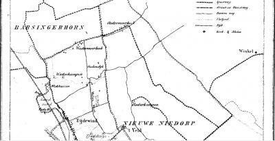 Tot ca. 1840 is er 'gewoon' sprake van Moerbeek. Omdat men later kennelijk de delen onder de gemeenten Oude Niedorp en Nieuwe Niedorp wil kunnen onderscheiden, worden die op de gemeentekaart van 1865 resp. Westermoerbeek en Oostermoerbeek genoemd.