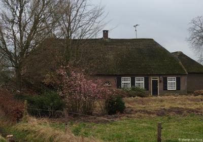 De boerderij uit 1711 op Broekstraat 8 in buurtschap Moerenburg, vóór de grote verbouwing van 2017/2018.