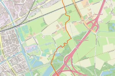 Buurtschap Moerenburg wordt begrensd door het Wilhelminakanaal in het W, de spoorlijn Breda-Eindhoven in het N en de A65/A58 in het O en Z. De oranje lijn is de grens tussen het stadsgebied van Tilburg W ervan en het dorpsgebied van Berkel-Enschot ten O.