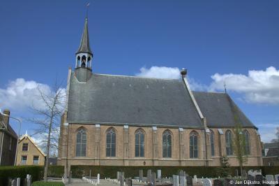 Op het dak van de Hervormde kerk van Molenaarsgraaf bevindt zich een ooievaarsnest, dat zoals je ziet ook daadwerkelijk als zodanig wordt gebruikt (dat is altijd maar weer afwachten...).