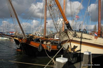 Platbodems in de haven van Monnickendam