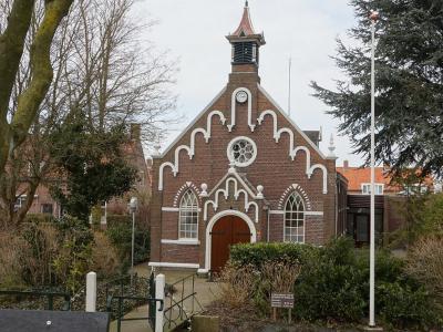 De bescheiden, maar fraaie Hervormde (PKN) kerk van Mookhoek dateert uit 1906. (© H.W. Fluks)