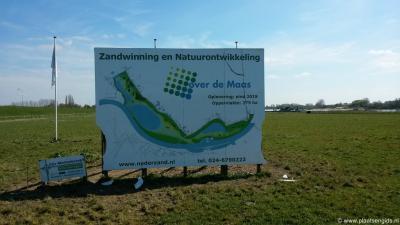 In de uiterwaarden bij Moordhuizen wordt middels het project Over de Maas de komende jaren heel veel zand gewonnen maar ook veel nieuwe natuur ontwikkeld. Tevens komt e.e.a. de waterbeheersing en recreatie ten goede.