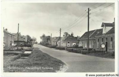 Munnekeburen Kerkeweg (fabrieksbuurt) (1960). Aldus de ansichtkaart. Maar wellicht wordt met de term 'fabrieksbuurt' gedoeld op Langelille, dat immers bij de voormalige zuivelfabriek ligt en dat t/m 1963 nog een buurtschap van Munnekeburen was?