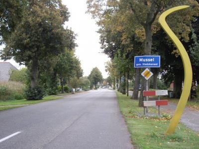Het dorp Mussel lag vanouds in de gemeente Onstwedde. Sinds 1969 valt het onder de in dat jaar opgerichte gemeente Stadskanaal. (© H.W. Fluks)