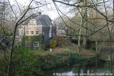 Naarden, Landgoed De Beek, Oud Blaricummerweg 5, dienstwoningen en brug melkerij Oud Bussem