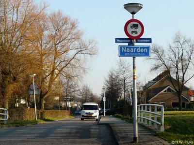 Naarden is een stad in de provincie Noord-Holland, in de streek 't Gooi, gemeente Gooise Meren. Het was een zelfstandige gemeente t/m 2015.
