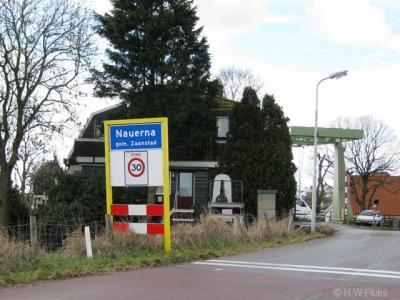 De buurtschap Nauerna heeft een eigen bebouwde kom, maar ligt voor de postadressen grotendeels 'in' Assendelft, deels 'in' Westzaan