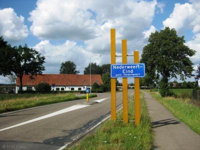 Sinds 2009 heet het dorp Eind op de plaatsnaamborden Nederweert-Eind. Wellicht heeft men de gemeentenaam Nederweert eraan toegevoegd omdat Eind een klein, relatief onbekend dorp is, of ter onderscheiding van andere plaatsjes die Eind heten.