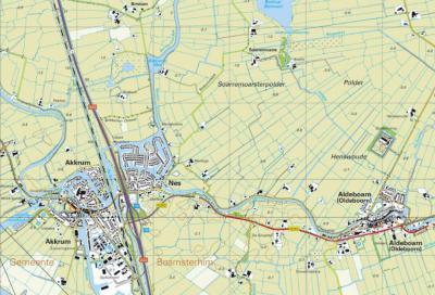 Door een vanaf 2000 gerealiseerde forse nieuwbouwwijk W van het oude dorp, is het aantal inwoners van Nes in enkele jaren tijd toegenomen van ca. 200 naar ca. 1.100. Op deze kaart is die uitbreiding goed te zien. (© van beide kaarten: Kadaster)