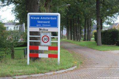 De dorpen Nieuw-Amsterdam en Veenoord zijn al vele jaren aan elkaar gegroeid. Formeel zijn het nog wel aparte dorpen. In 2019 heeft de gemeente er één 'bebouwde kom' van gemaakt, met de beide plaatsnamen gezamenlijk op de plaatsnaamborden.