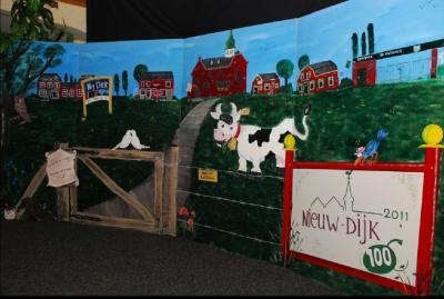 In 2011 hebben inwoners van het dorp Nieuw-Dijk n.a.v. het 100-jarig bestaan van hun dorp een prachtig metershoog en -breed halfrond lopend schilderij gemaakt van hun dorp. Een soort Panorama Mesdag in het klein dus! (© Nieuw-Dijk.nl)