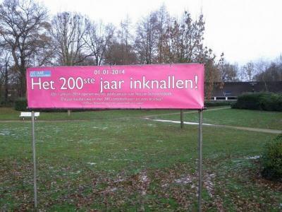 In Nieuw-Schoonebeek zijn ze op 1-1-2014 met 200 carbidschoten het 200e jaar van het bestaan van hun dorp ingeknald.