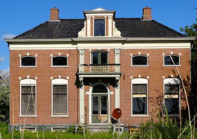 Nieuw Beerta, dwarshuisboerderij van het Oldambtster type uit 1900 (Hoofdweg 103).