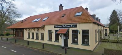 500 jaar geleden vergaderden de bestuurders van Overijssels al in het destijds strategisch gelegen Nieuwe Brug. De herberg is er nog altijd, zij het tegenwoordig als café-(pannenkoeken)restaurant voor toeristen.