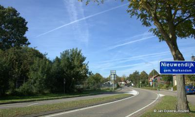 Nieuwendijk is een dorp in de provincie Noord-Brabant, in de regio West-Brabant, en daarbinnen in de streek Land van Heusden en Altena, gemeente Altena. Vóór 2019 heeft het dorp door de jaren heen onder diverse gemeenten gevallen. Zie hoofdstuk Status.
