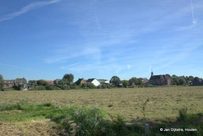 Vanaf de Karnemelksesteeg hebben we een mooi gezicht op het dorp Nieuwendijk