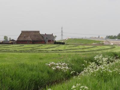 In 2018 is in buurtschap Nieuwklap een ongelijkvloerse aansluiting op de N355 gerealiseerd. Dat is het Knooppunt Nieuwklap. In dat kader is bij deze buurtschap ook een nieuwe brug over het Aduarderdiep aangelegd. (© https://groninganus.wordpress.com)