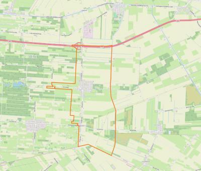 Nieuwlande heeft een langgerekt dorpsgebied, in het N grenzend aan het dorpsgebied van Geesbrug, in het W aan dat van Elim, in het O aan dat van Dalerpeel. In het Z grenst het dorp aan Overijssel, waar in De Krim ook nog een klein stukje Nieuwlande ligt.