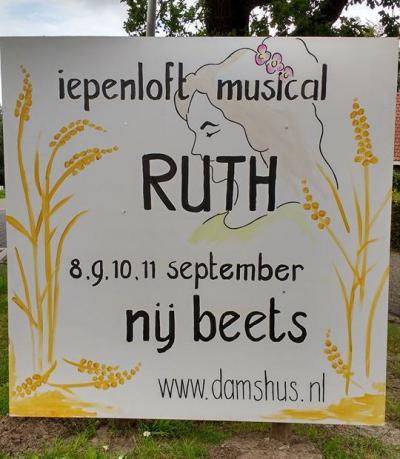 Inwoners van Nij Beets hebben in september 2016 gedurende vier avonden de Iepenloft musical Ruth opgevoerd. Het was een groot succes. Voor nadere informatie zie het kopje Evenementen.