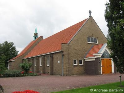 Noord Deurningen, de RK kerk, gewijd aan de heilige Jozef, op de hoek van de Johanninksweg en de Nieuwewemestraat