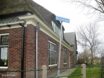 De buurtschap Noordermeer heeft geen plaatsnaamborden, zodat je alleen aan de gelijknamige straatnaambordjes kunt zien dat je er bent aangekomen