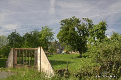 Een robuust hek voor de boomgaard in buurtschap Noordzijde, die appeltjes moeten wel érg lekker zijn...