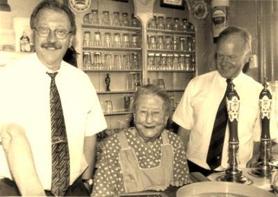 Cornelia Hellemons, beter bekend als Keetje of Keeke, is vele decennia kastelein geweest van café In de Congo in Notendaal. In 1997 is zij overleden. Het interieur is overgebracht naar het A.M. de Jongmuseum. (© http://members.ziggo.nl/amdejonghuis)