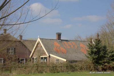 Pastoor Klaver kreeg in 1899 dit mooie dak op zijn pand in buurtschap Ockhuizen (Ockhuizerweg 20) als geschenk en aandenken bij zijn afscheid