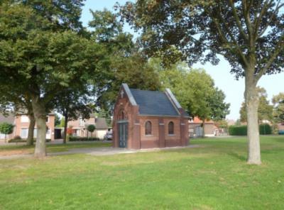 De inwoners van Offenbeek zijn terecht trots op hun prachtige, nieuwe Sint Barbarakapel, die in 2012 is herbouwd dankzij de hulp van vele tientallen personen en instanties, die middelen en/of hun vakmanschap ter beschikking hebben gesteld. (© Kernoverleg)