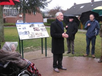 In 2013 is aan de Panneoven in Offenbeek een informatiepaneel onthuld, over de klei-industrie die hier vroeger, zoals de straatnaam ook al aanduidt, van belang was. (© Kernoverleg Offenbeek)